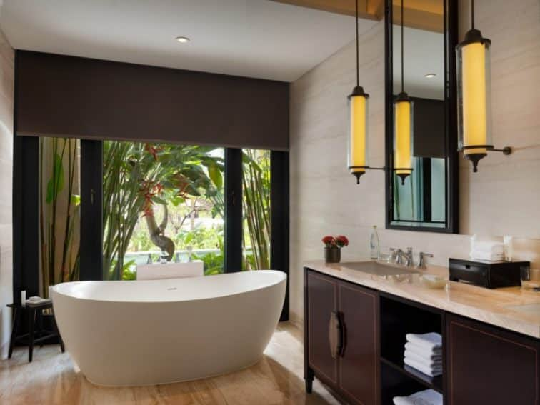 The Apurva Kempinski Bali_Grand Deluxe Lagoon Bathroom