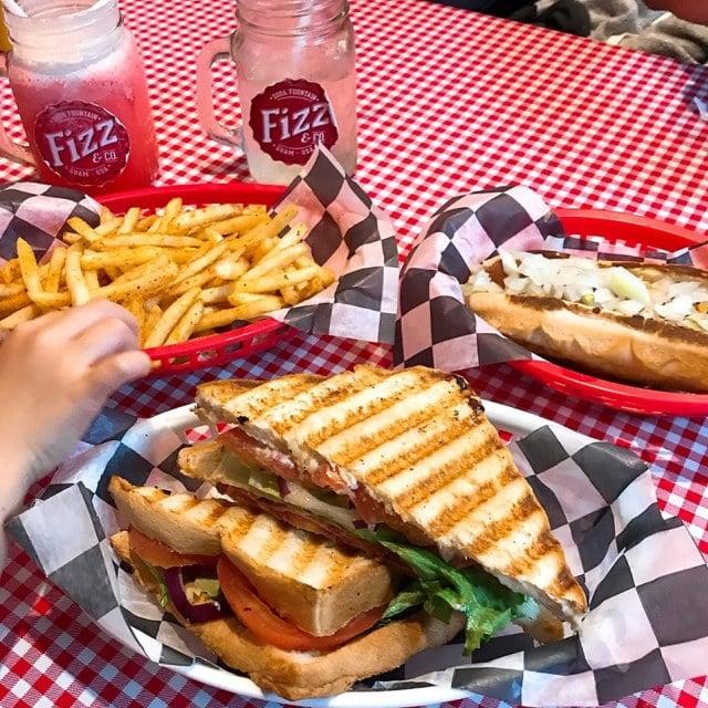 Fizz&Co. アメリカンな食事
