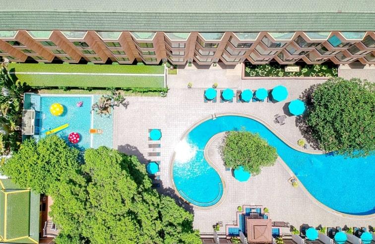 ベイビューホテルのプール鳥瞰の眺め