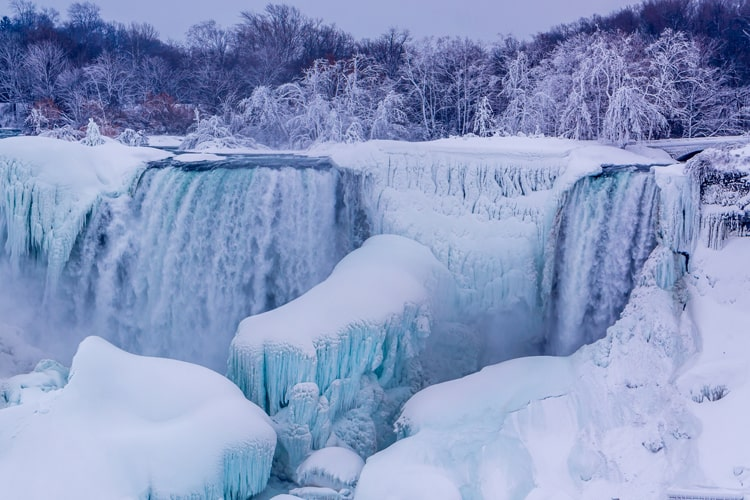 白銀の世界!冬期のナイアガラの滝