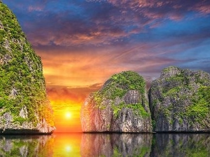 ピピ島に沈む美しい夕日の景色