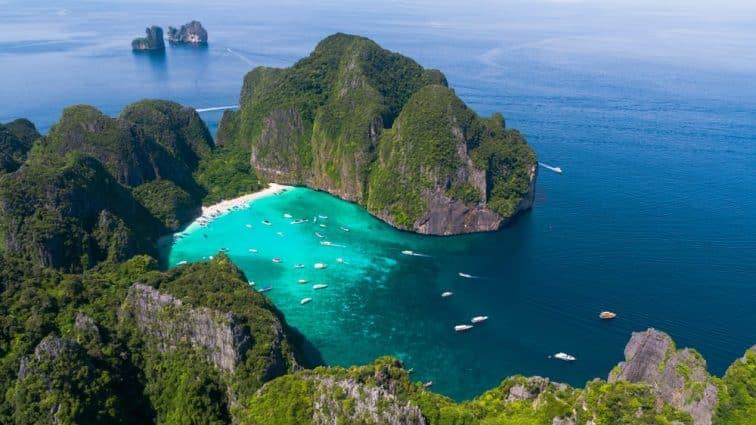 ピピレイ島のマヤベイの上空からの全景