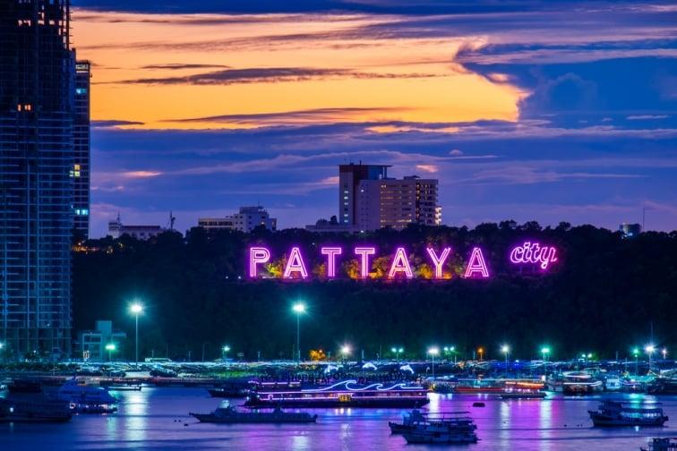 パタヤ大看板付近の夜の様子