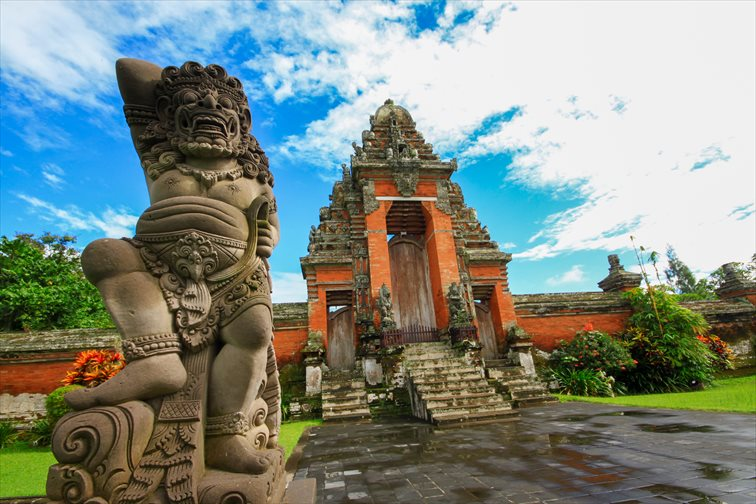 「美しい庭」という意味を持つタマンアユン寺院