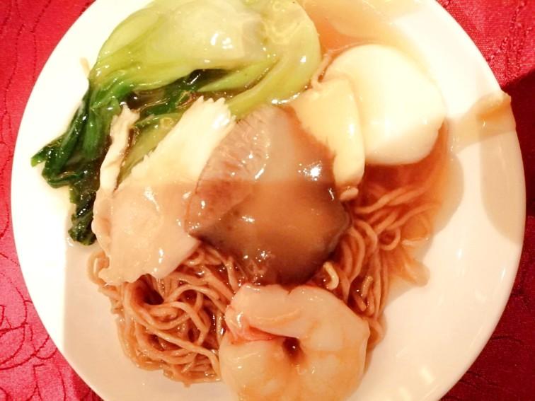 「麗苑(りえん)」のコース料理のフカヒレあんかけ
