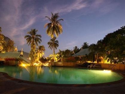 クラビのホテル にぎやかなアナオンビーチに徒歩圏内『ティパ リゾート』のプール