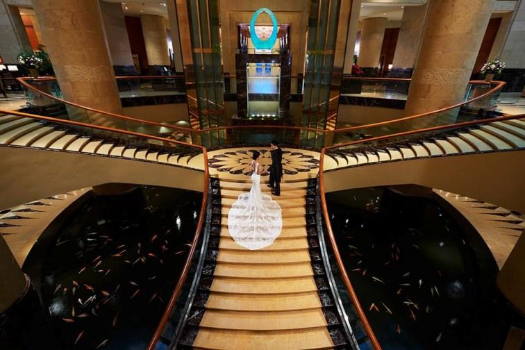 シンガポールのフラトンホテルの大階段