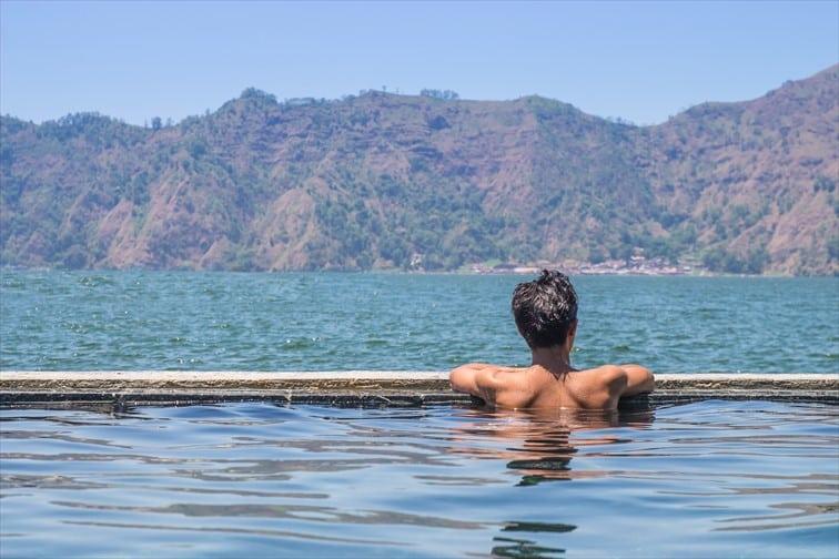 バトゥール湖温泉