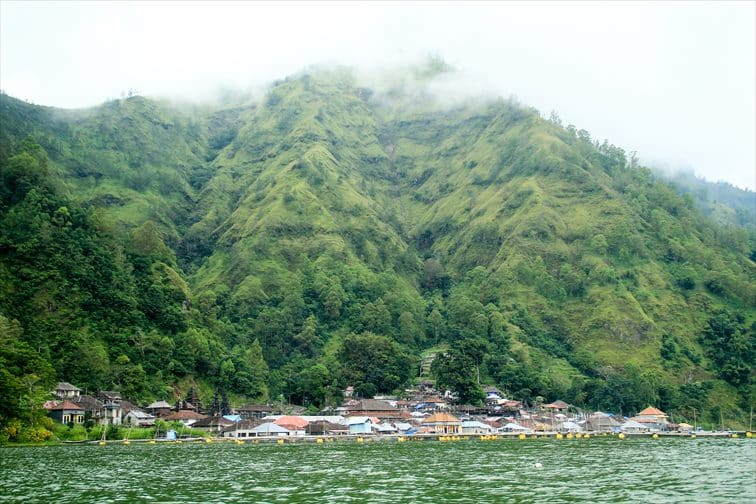 トゥルニャン村