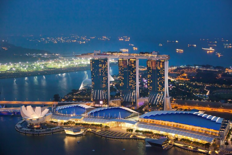 https://www.shutterstock.com/ja/image-photo/singapore-city-april-132013-sunrise-merlion-157315883
