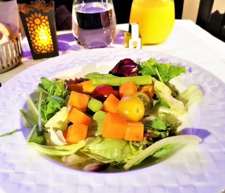 カタール航空ビジネスクラス機内食サラダ