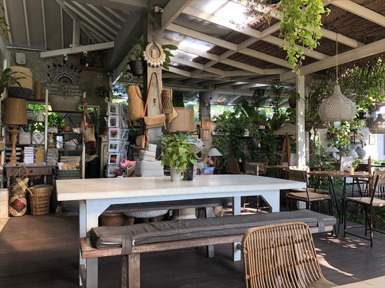 クロボカンのウマラス地区にあるカフェ「ヌーク」