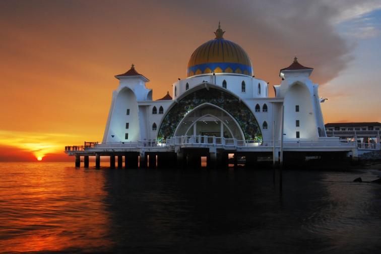 マラッカの水上モスク「ストレイツ モスク」