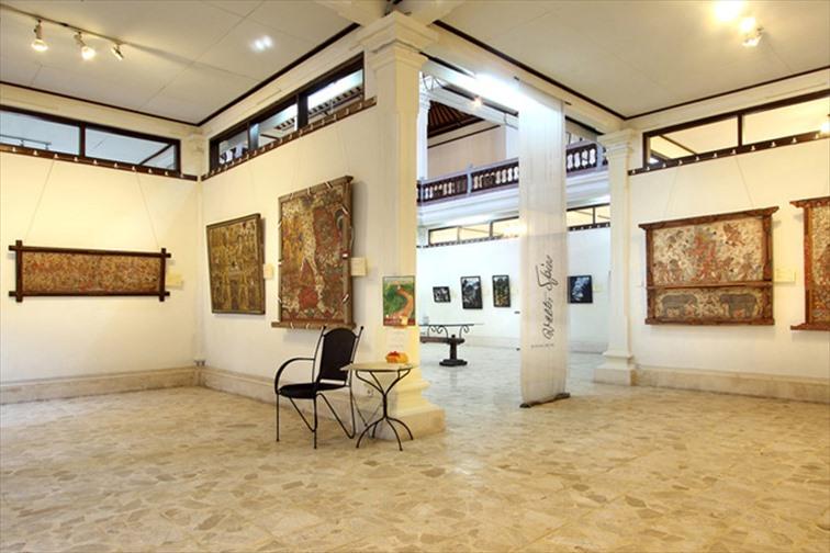 「アルマ・ミュージアムリゾート」さまざまな絵画やアートの展示
