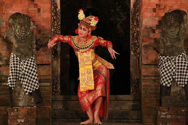 「アルマ・ミュージアムリゾート」バリ伝統舞踊も観賞できます