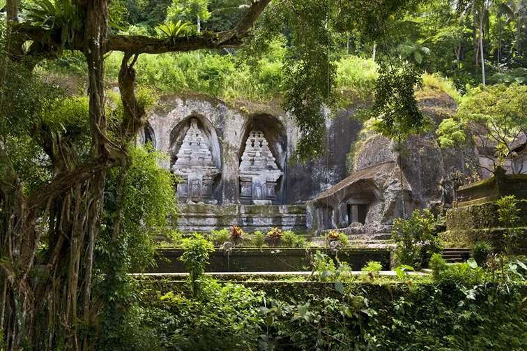 グヌンカウィの巨大石像遺跡