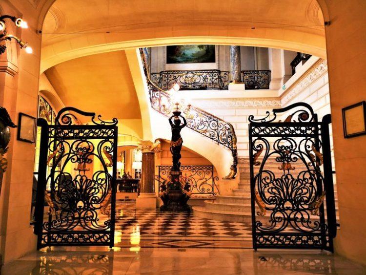 シャングリラホテルパリ 大階段