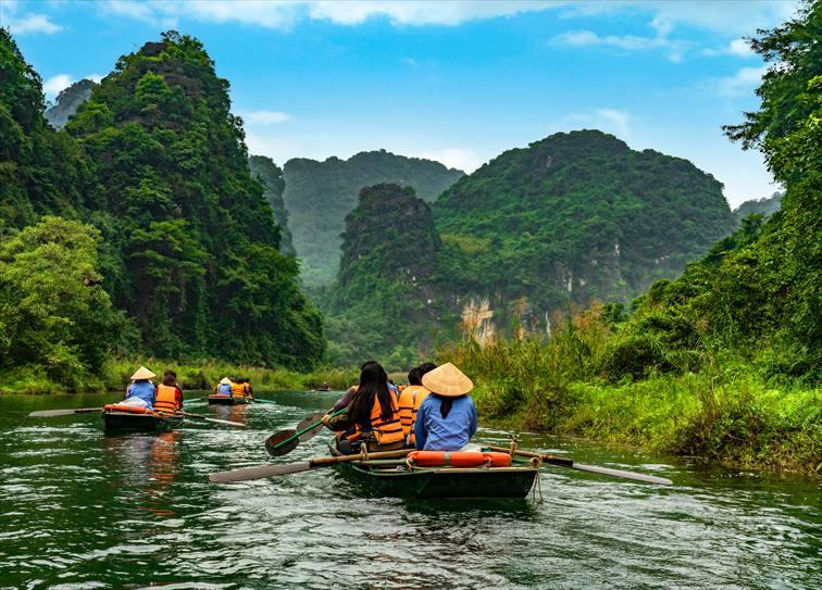 水を身近に感じながら静かにゆっくりと観光が楽しめる「足こぎ船」