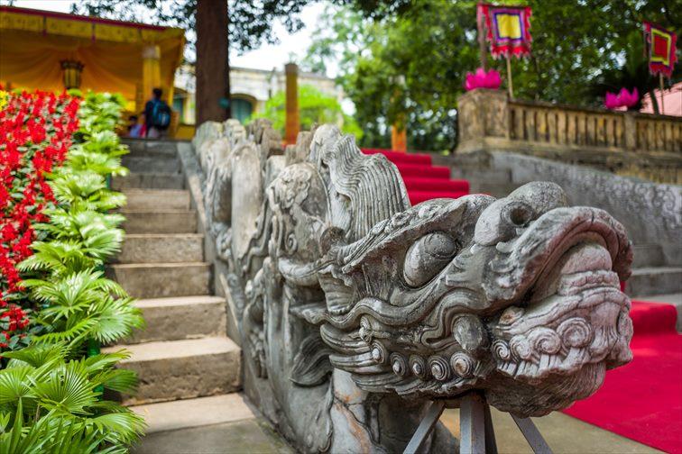 「敬天殿」の龍の形をした手すりが付いた階段