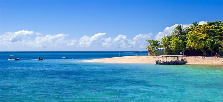 グリーン島は多くの観光客が足を運ぶ人気の観光地