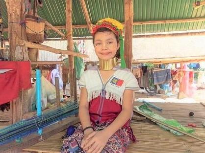 首長族「カレン族」の少女