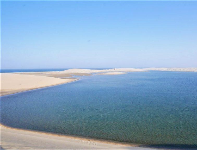 カタール 砂漠に囲まれた内海