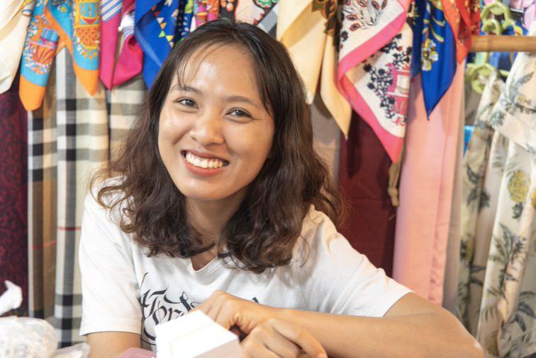 笑顔のベトナム人女性