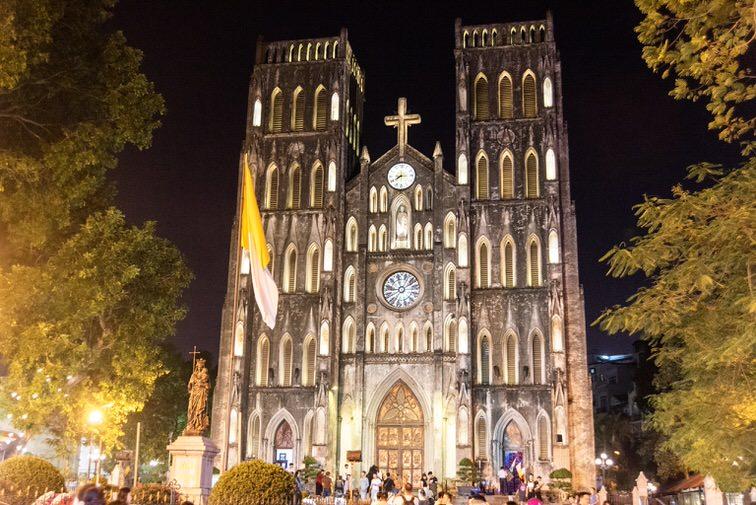 ハノイ大教会の夜のライトアップ