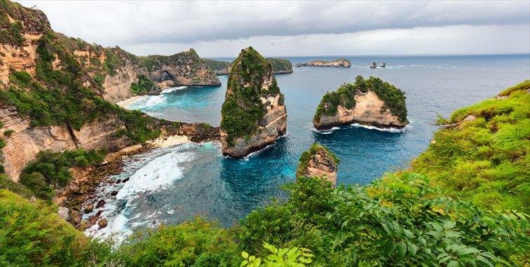 崖の上からの景色が美しいアトゥ・ビーチ