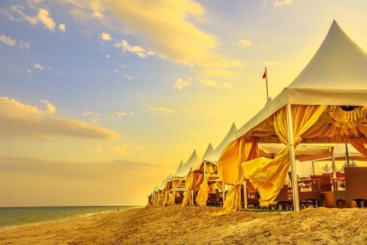カタール砂漠のビーチキャンプ