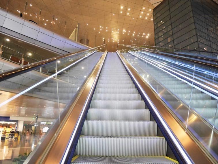 アル・ムルジャン ビジネスラウンジへの階段