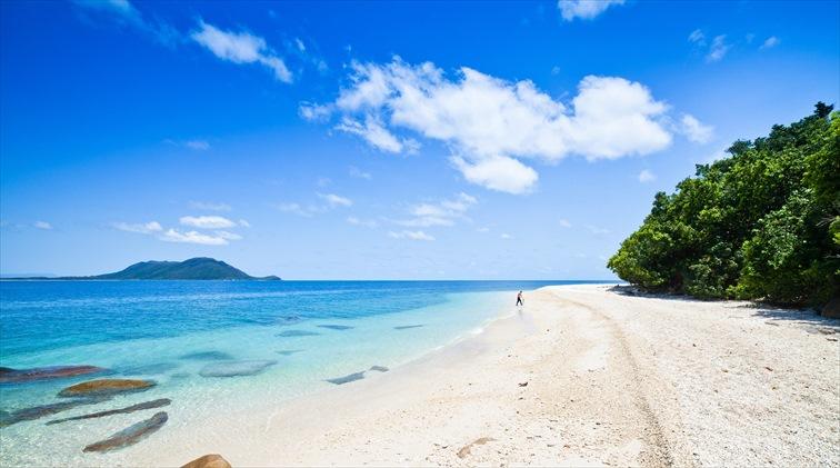 真っ白な砂浜と透明度の高い静かな魅力のある「ヌーディービーチ」