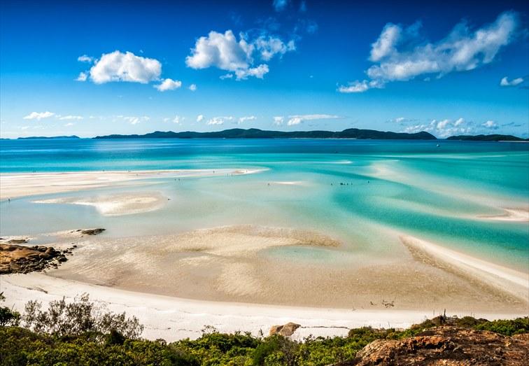 海の美しさはもちろん、落ち着きのあるラグジュアリーリゾートとして人気