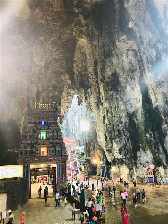 「バトゥ洞窟」の中