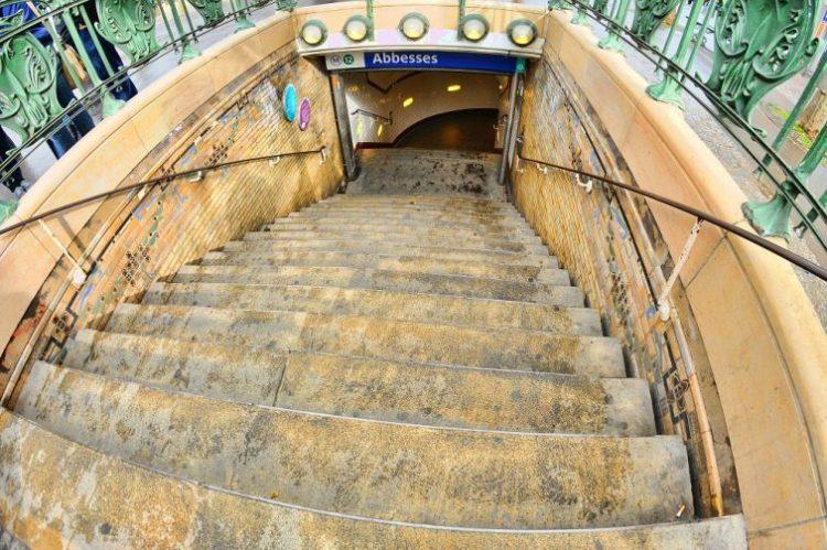 パリ メトロ 駅