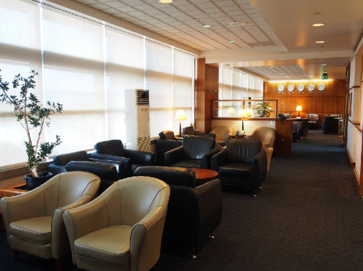 united guam airport lounge