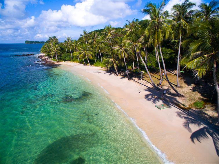 白い砂浜や青々と透き通った海が魅力のフーコック島