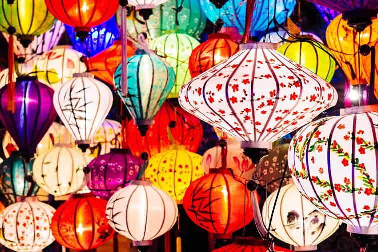 ホイアンで定期的に開催される「ランタン祭り」