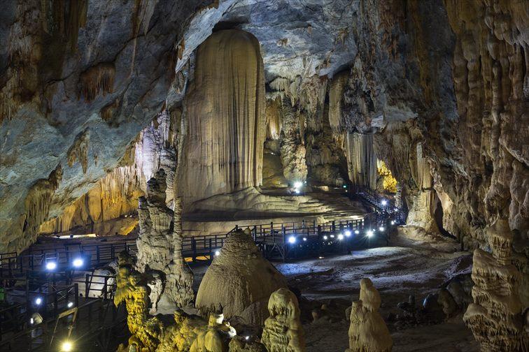 「フォンニャ ケバン国立公園」の洞窟