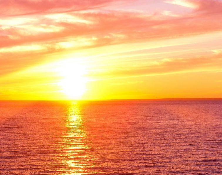 クルーズ 夕陽