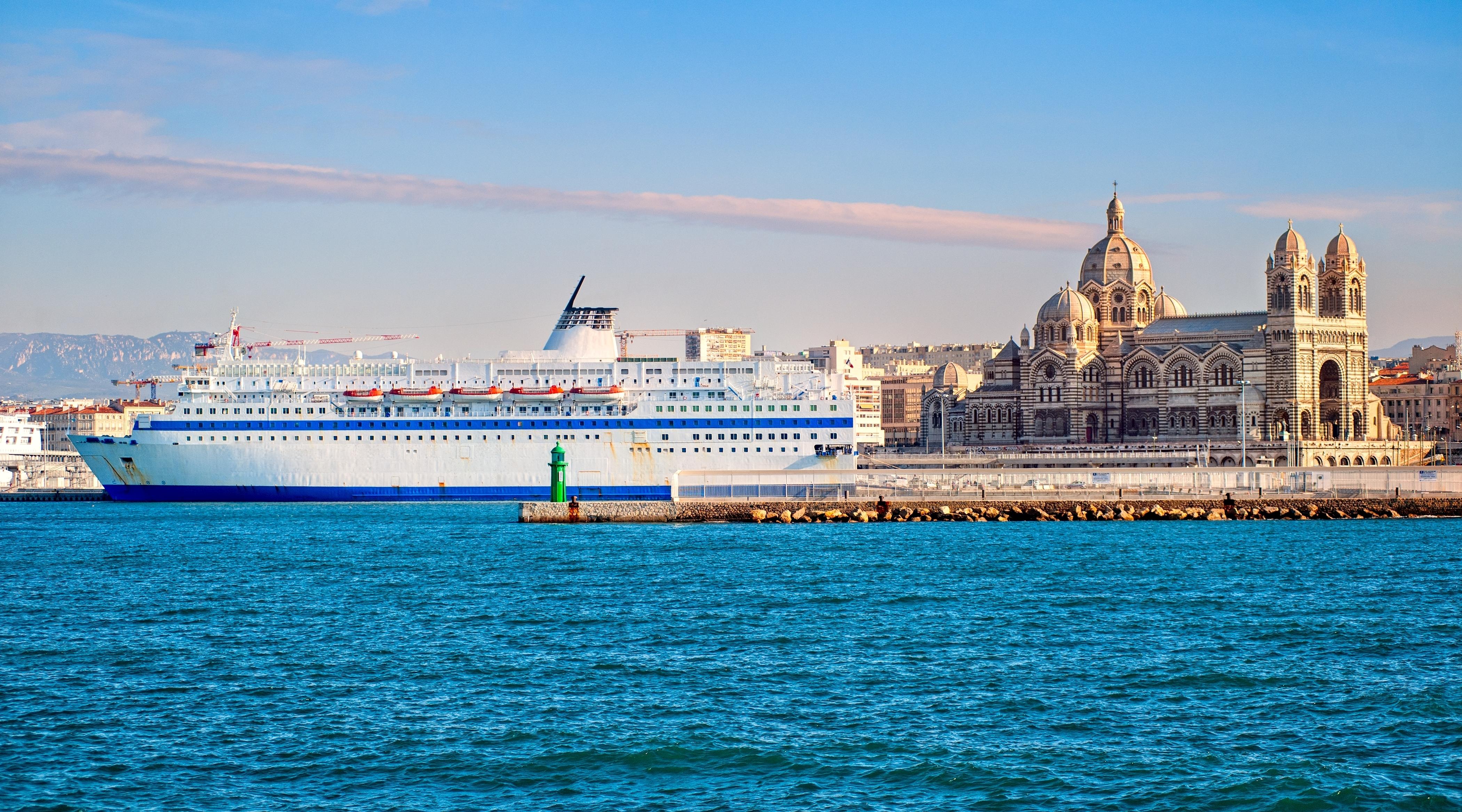 マルセイユ 豪華客船