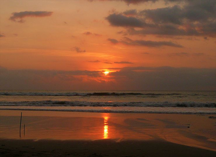 夕日を存分に楽しみながら写真を撮りたい場合は、スミニャックのビーチがオススメ