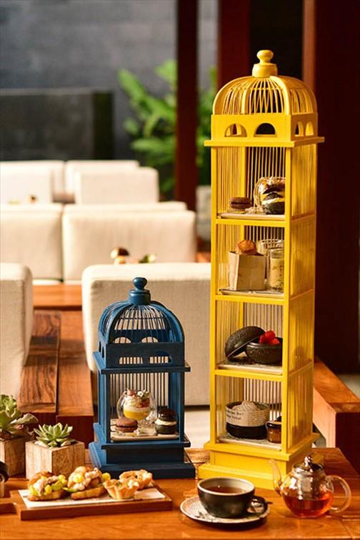 鳥かごがかわいい「ポタリー・カフェ」のアフタヌーンティー