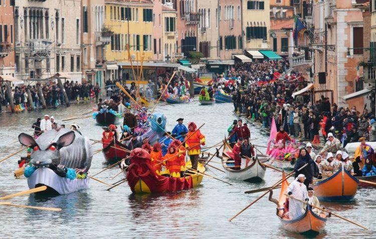 ベネチア・カーニバル 水上パレード