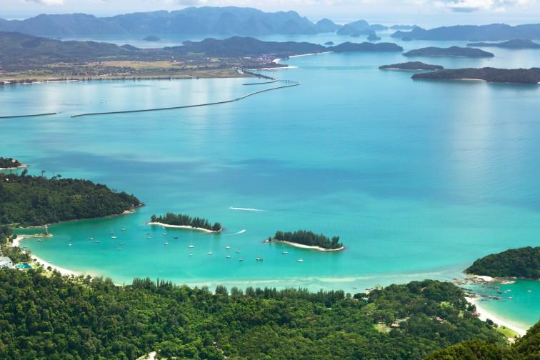 ランカウイ島で一番美しいといわれる「タンジュンルービーチ」