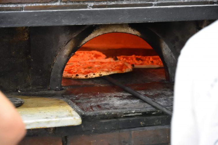 ナポリ ピザ ピザ窯