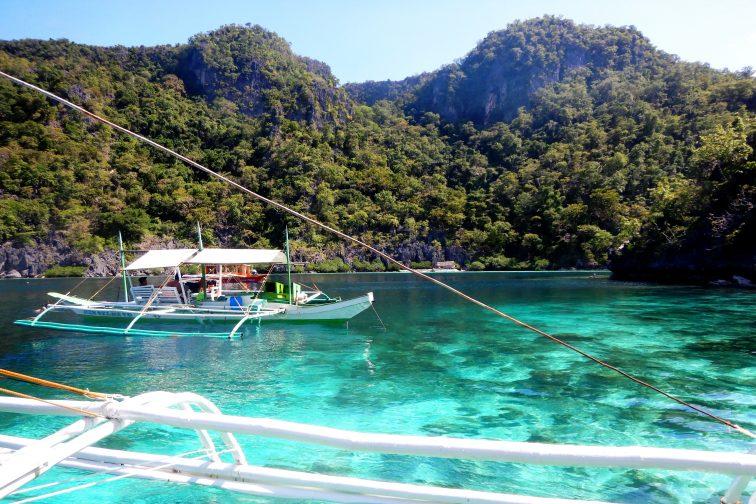 coron island hopping tour beautiful ocean