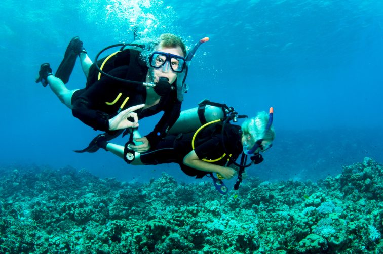 friends scuba dive together