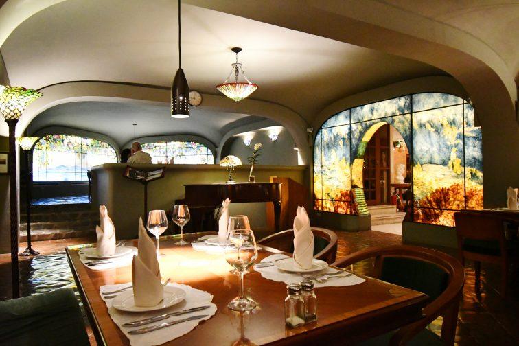 parelmo restaurants inside2