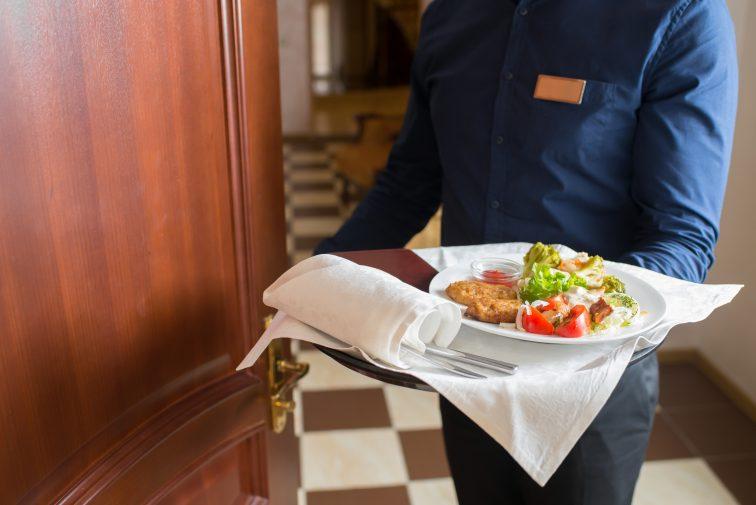 イタリア チップ ホテル
